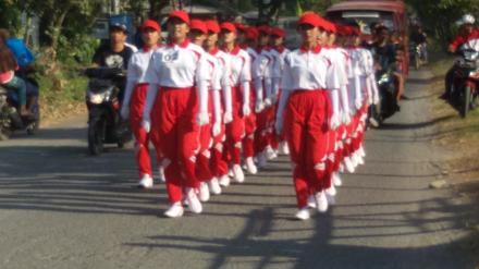 Lomba Gerak Jalan Remaja Putri